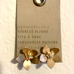 💕Anthropologie Flower Stud Earrings